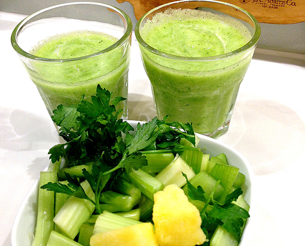 parsley-pineapple-celery-smoothie